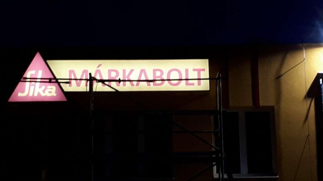 Feszített ponyvás világítódoboz - Debrecen